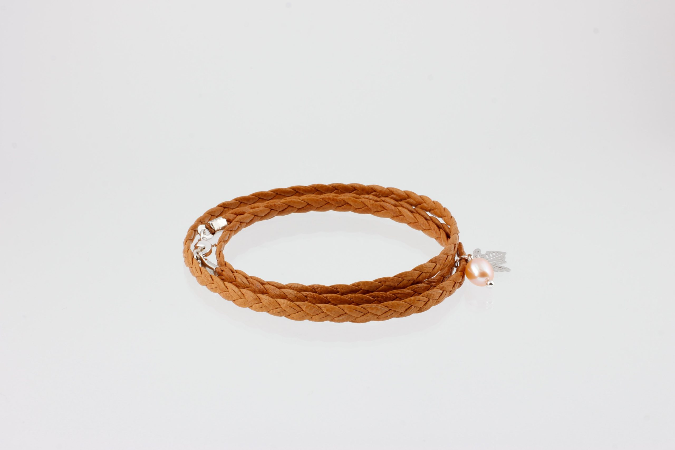 3-lane braided bracelet with maple leaf and pearl silver – Cinnamon SALE from Julia Otilia