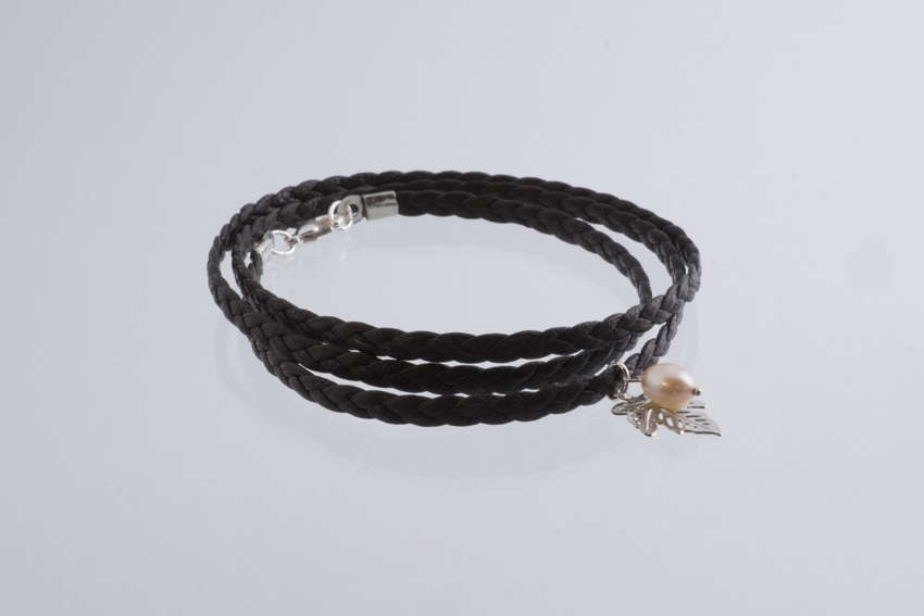 3-lane braided bracelet maple leaf and pearl silver – Espresso SALE from Julia Otilia